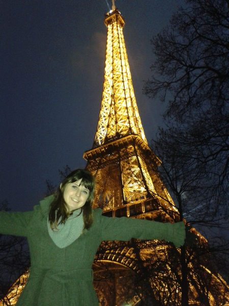 Tirando foto na torre Eiffel em Paris