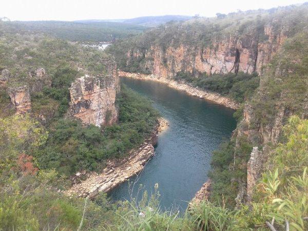 lago de furnas é um dos maiores lagos artificiais do mundo. Ele fica em Capitólio Minas Gerais