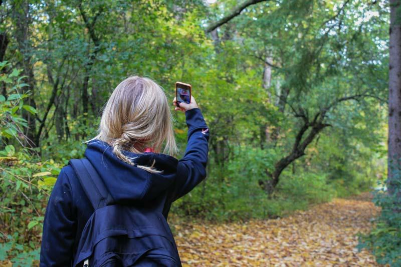 Como tirar fotos viajando sozinho?