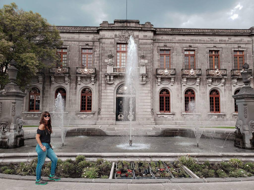 entrada para o castelo de chapultepec bom fonte de água em frente