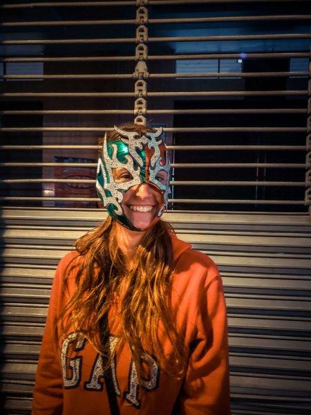 eu vestindo uma máscara de lucha livre da cidade do méxico