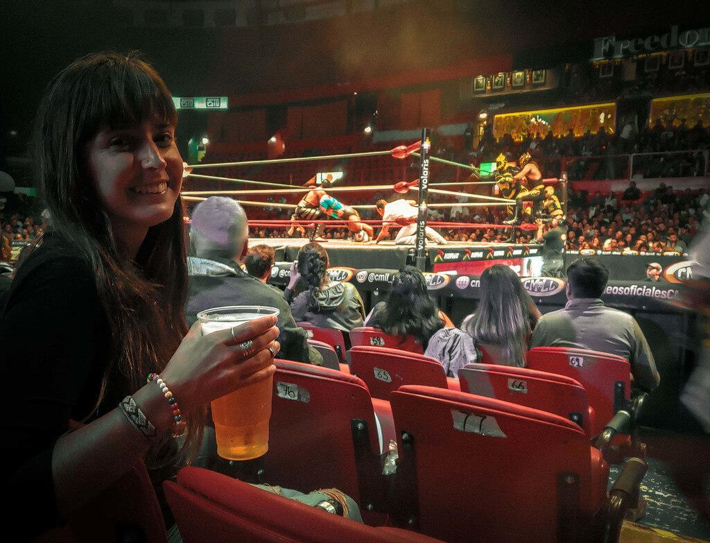 assistindo luta livre na Arena México