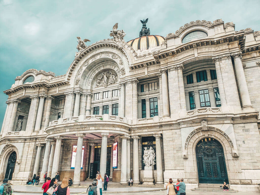 visão de fora do Palácio de Bellas Artes da Cidade do México