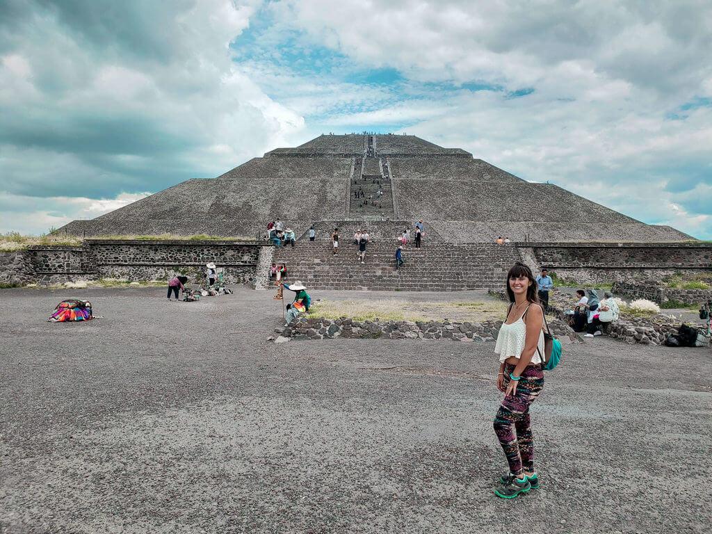 vista da magnífica Pirâmide do Sol em Teotihuacán no México