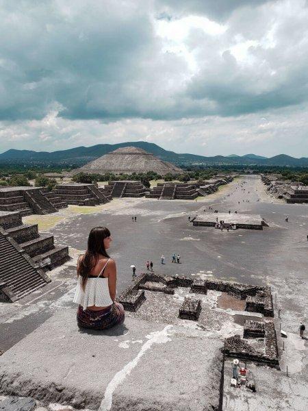 Vista da do Templo da Lua para o Templo do Sol
