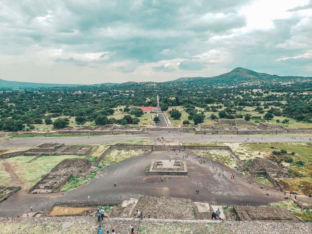 sítio arqueológico de Teotihuacan não pode faltar na lista de o que fazer na cidade do méxico