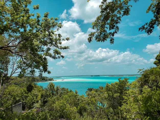vista dos cenotes de Bacalar
