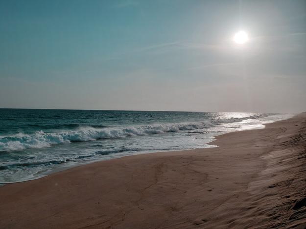 playa bacocho vazia e quase no pôr do Sol em Puerto Escondido