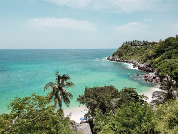 playa carrizalillo vista de cima com águas cristalinas em puerto escondido
