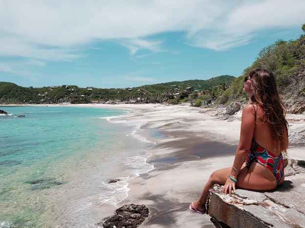 Playa Rinconcito vista do alto sentada na pedra