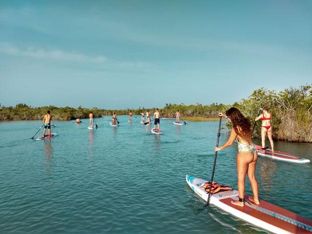 passeio de stand up paddle na lagoa bacalar