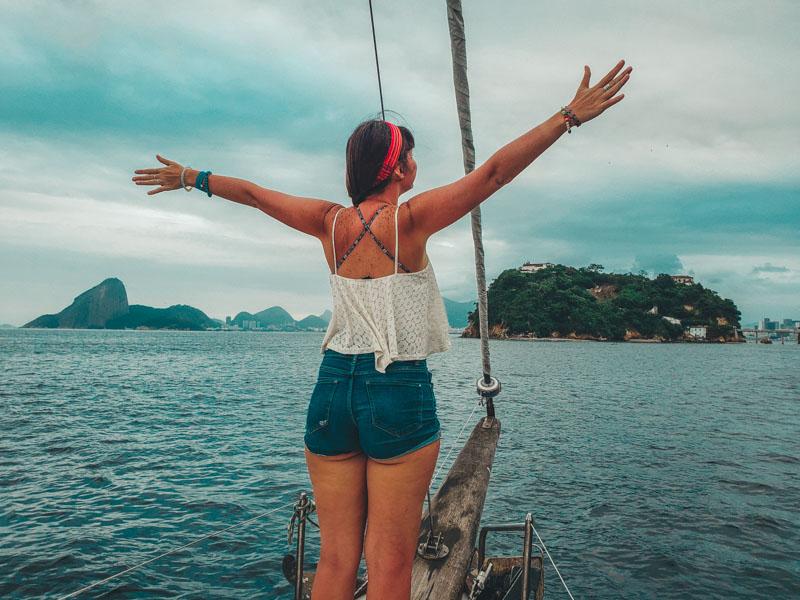 no passeio de barco pela Baía da Guanabara no Rio de Janeiro