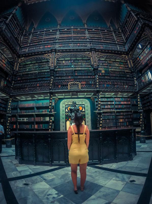 dentro do Real Gabinete Português de Leitura