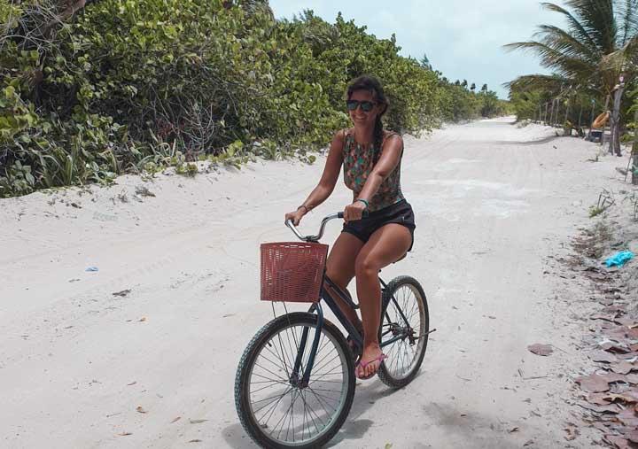 andando de bicicleta em Mahahual