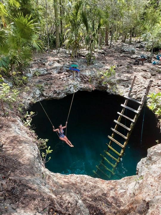 Balançando no cenote de Tulum