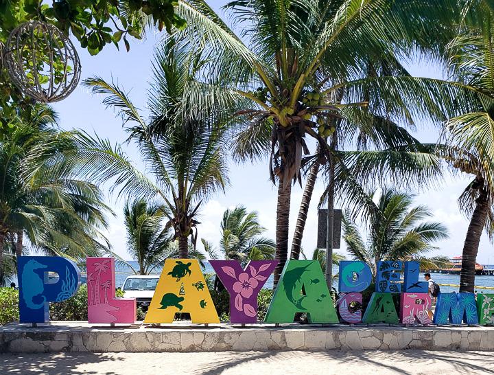 Letreiro de Playa del Carmen no Parque Fundadores