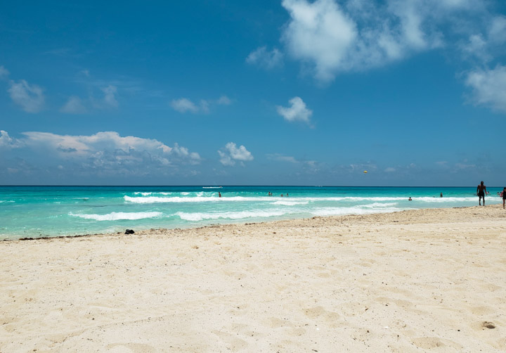 Playa Tortugas vazia em Cancun