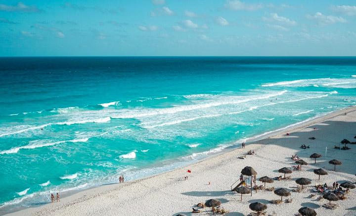 Vista do alto de algumas praias de Cancun