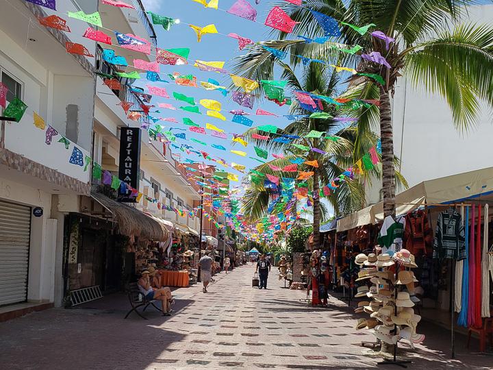 Quinta Avenida, principal rua de comércio da Playa del Carmen