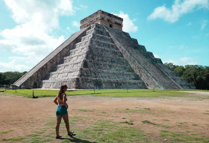 Pirâmide principal das Ruínas Chichén Itzá no México