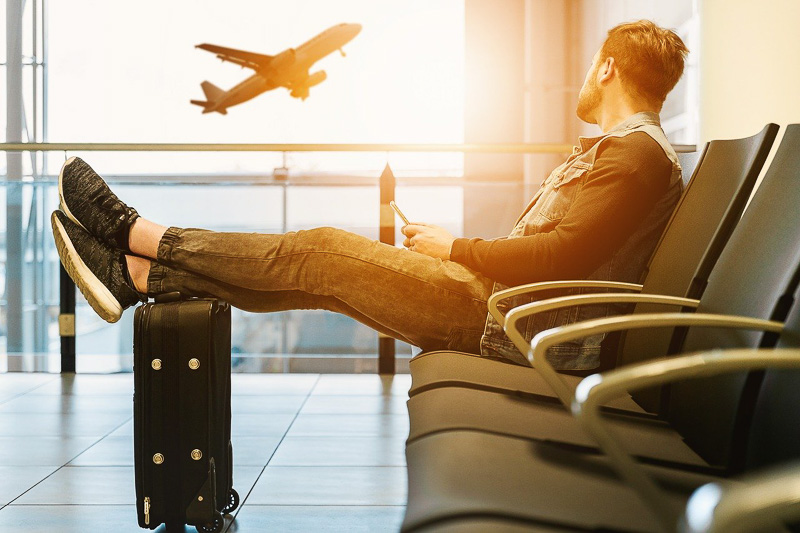 esperar voo atrasado