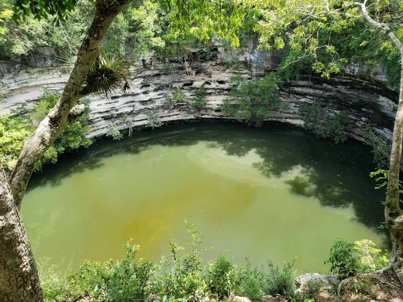 Cenote Sagrado em Chichén Itzá