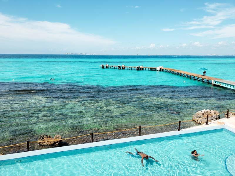 Vista da piscina panorâmica do Parque Garrafon