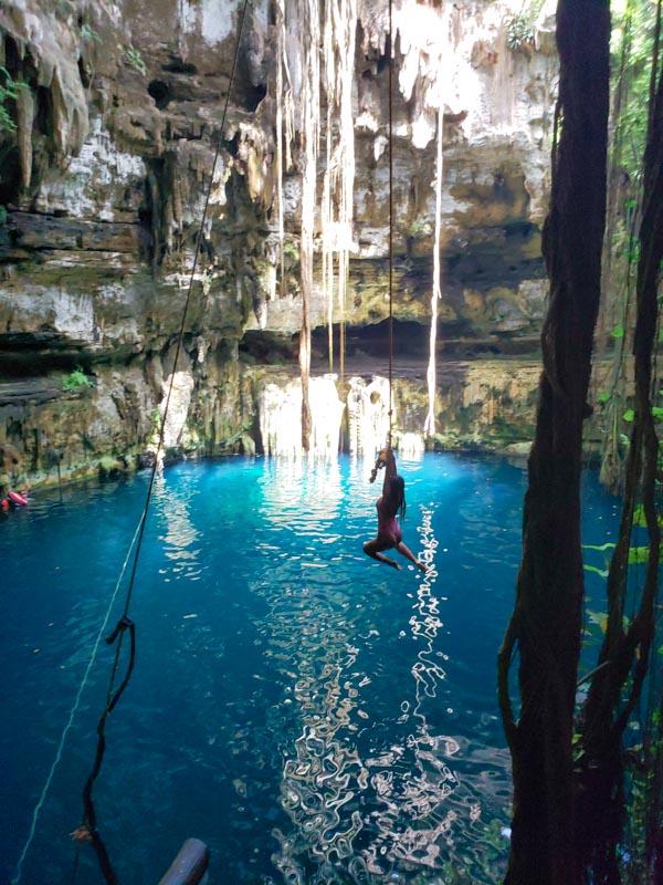 pulo no Cenote Oxman México
