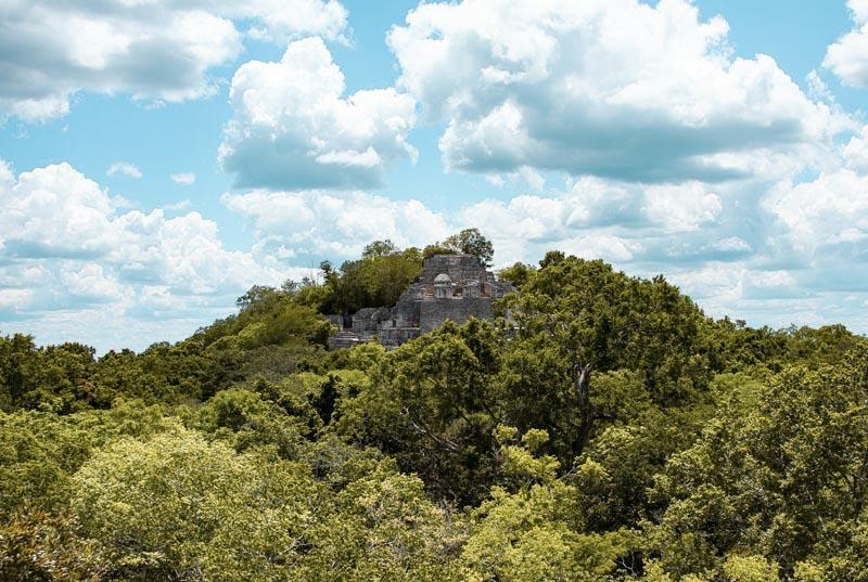 vista das ruínas do sítio arqueológico Calakmul